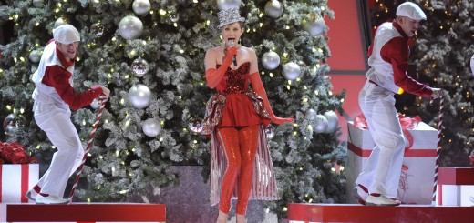 Jennifer-Nettles-CMA-Country-Christmas