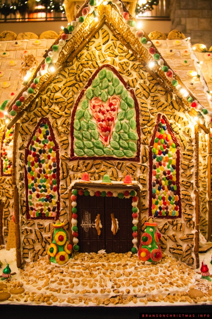 Chateau on the Lake Gingerbread - 3