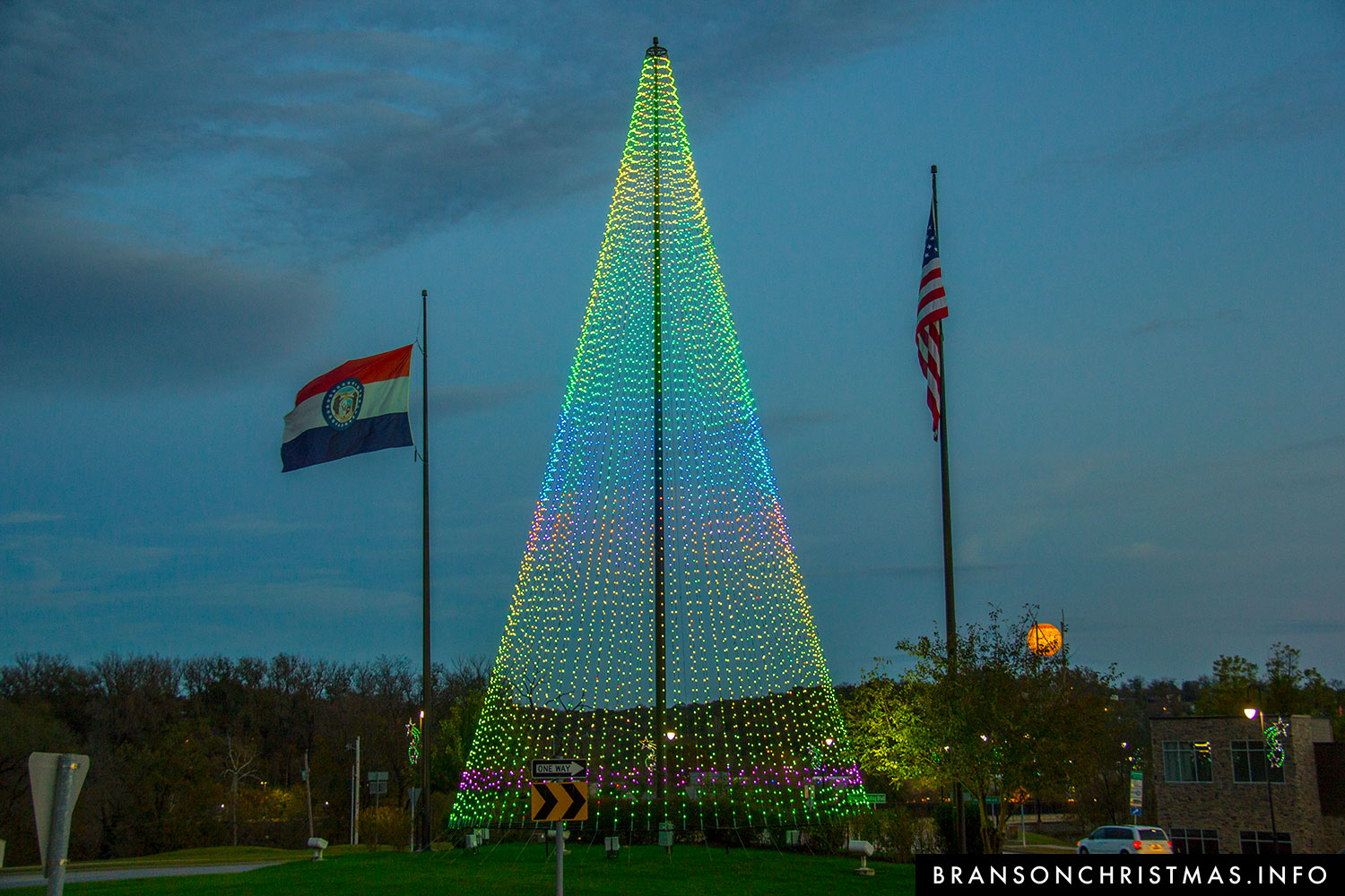 City Lights Up New 80-foot-tall LED Christmas Tree